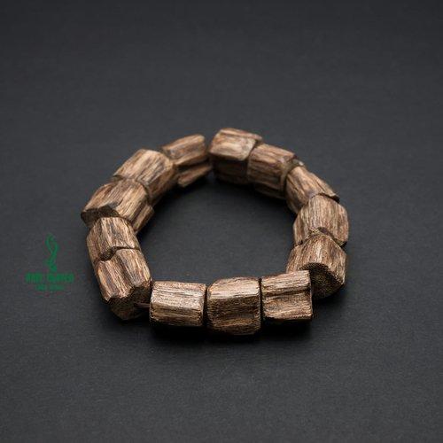 Chọn vòng gỗ trầm hương cho bé