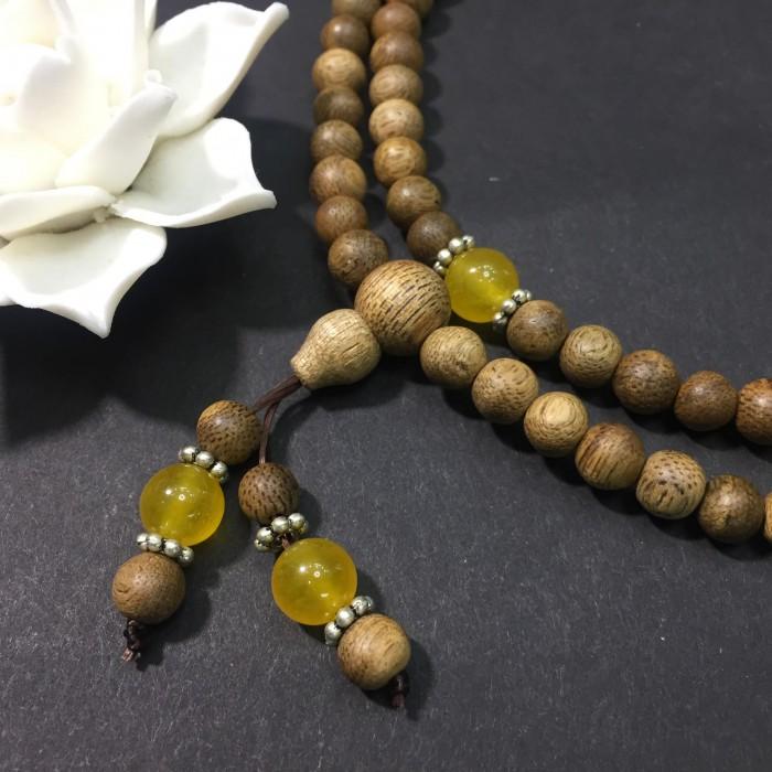 Vòng tay - chuỗi trầm hương 12 năm, cho tay nữ (size tay 14~15.5 cm), dạng hạt tròn: 108 hạt x 6.5 mm, phối đá vàng - 3