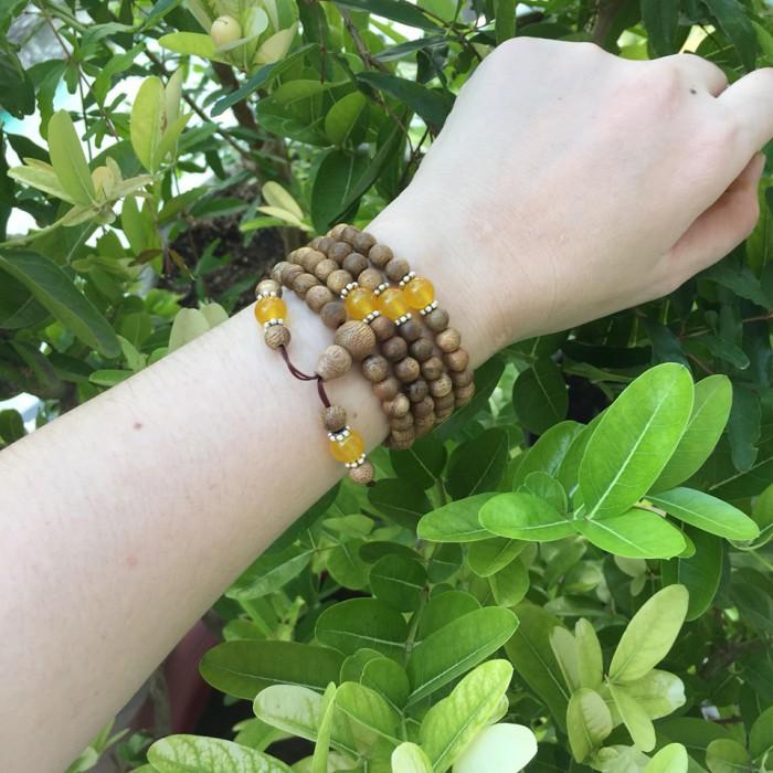 Vòng tay - chuỗi trầm hương 12 năm, cho tay nữ (size tay 14~15.5 cm), dạng hạt tròn: 108 hạt x 6.5 mm, phối đá vàng - 5