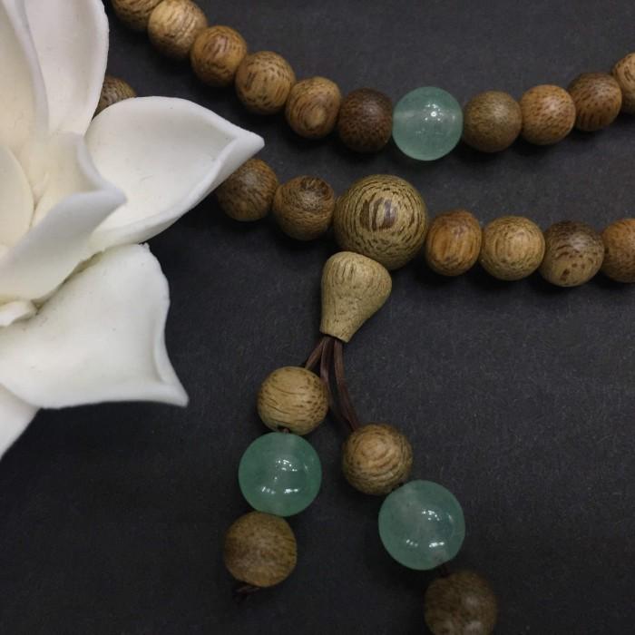 Vòng tay - chuỗi trầm hương 15 năm, cho size tay nữ (size tay 14~15,5cm), dạng hạt tròn: 108 hạt x 6.5 mm, phối đá xanh - 1