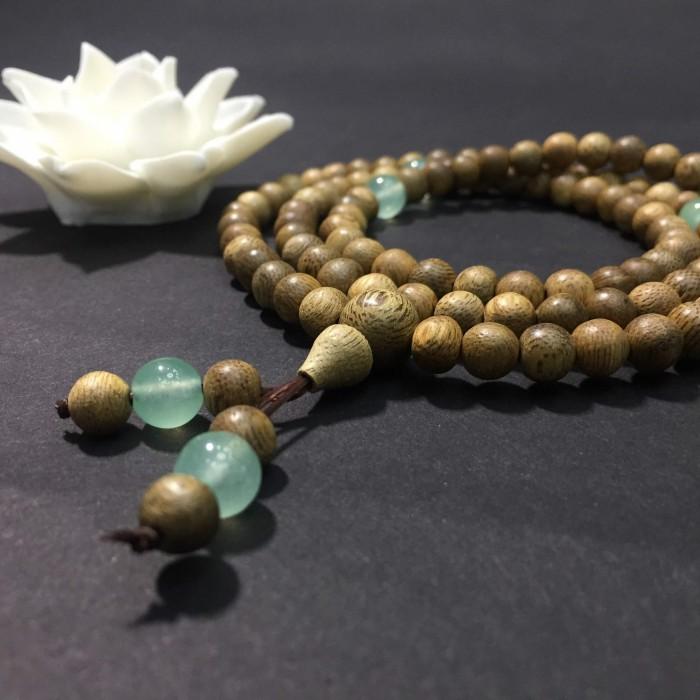 Vòng tay - chuỗi trầm hương 15 năm, cho size tay nữ (size tay 14~15,5cm), dạng hạt tròn: 108 hạt x 6.5 mm, phối đá xanh - 4