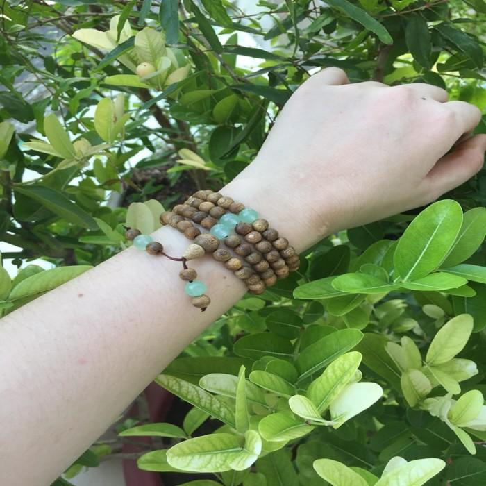 Vòng tay - chuỗi trầm hương 15 năm, cho size tay nữ (size tay 14~15,5cm), dạng hạt tròn: 108 hạt x 6.5 mm, phối đá xanh - 7