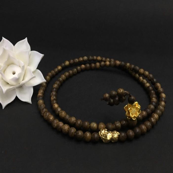 Vòng chuỗi trầm hương - Chuỗi trầm hương 35 năm, cho nữ (14 ~ 15.5 cm), dạng hạt tròn : 108 hạt x 5.8 mm, charm hoa sen + tỳ hưu vàng 24k - 1
