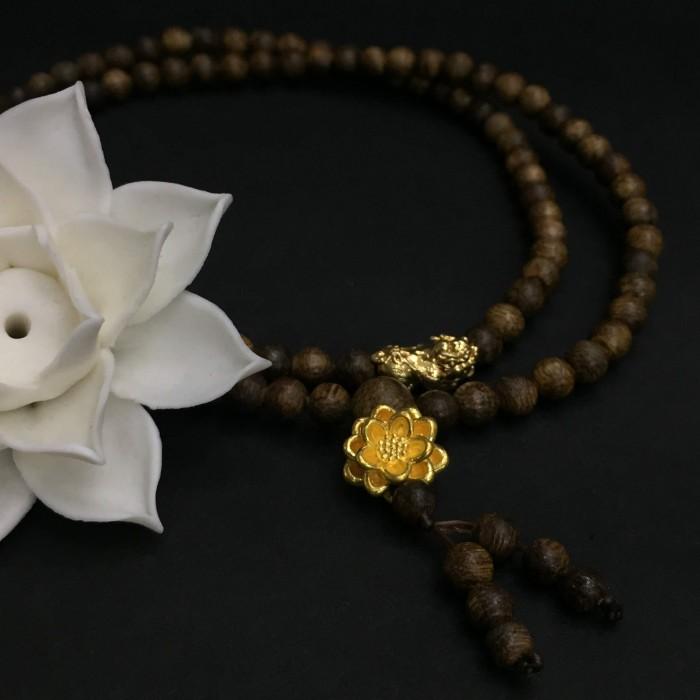 Vòng chuỗi trầm hương - Chuỗi trầm hương 35 năm, cho nữ (14 ~ 15.5 cm), dạng hạt tròn : 108 hạt x 5.8 mm, charm hoa sen + tỳ hưu vàng 24k - 3
