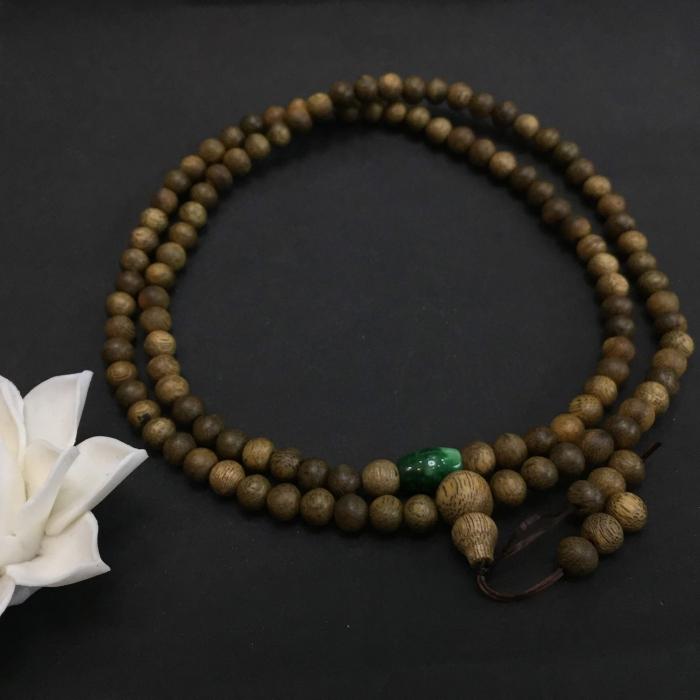 chuỗi trầm hương 15 năm, cho size tay nữ (size tay 14~15.5 cm), dạng hạt tròn: 108 hạt x 6.5 mm, phối charm Lu Thống đá xanh