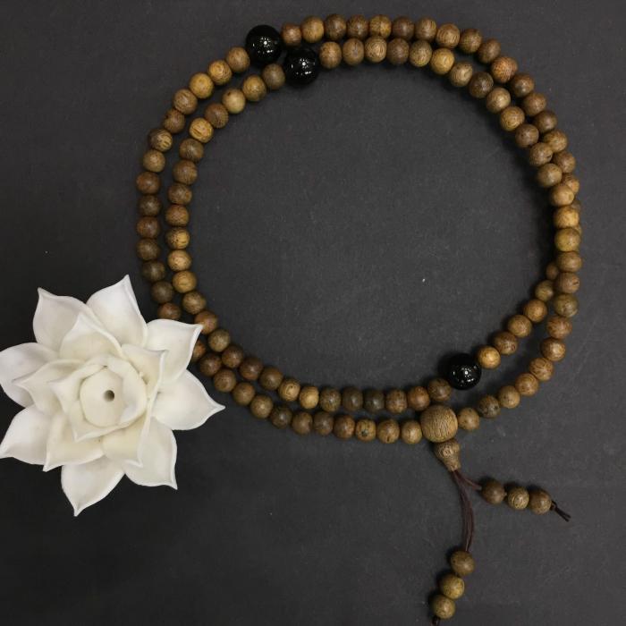 vòng trầm hương 12 năm, cho nữ (size tay ~15.5 cm), dạng hạt tròn: 108 hạt x 6.5 mm, charm đá đen