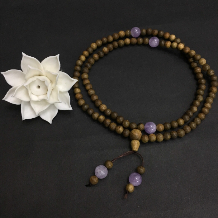 vòng trầm hương 12 năm, cho size tay nữ (size tay ~15.5 cm), dạng hạt tròn: 108 hạt x 6.5 mm, charm đá Tím