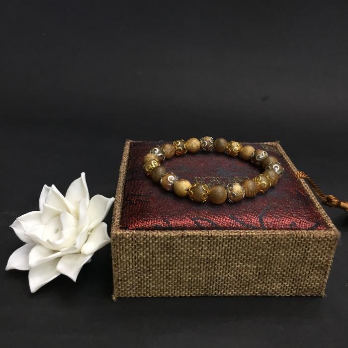 vòng trầm hương 12 năm, cho size tay nữ (size tay 14~15.5 cm), dạng hạt tròn: 21 hạt x 8 mm, charm đài hoa (mạ)