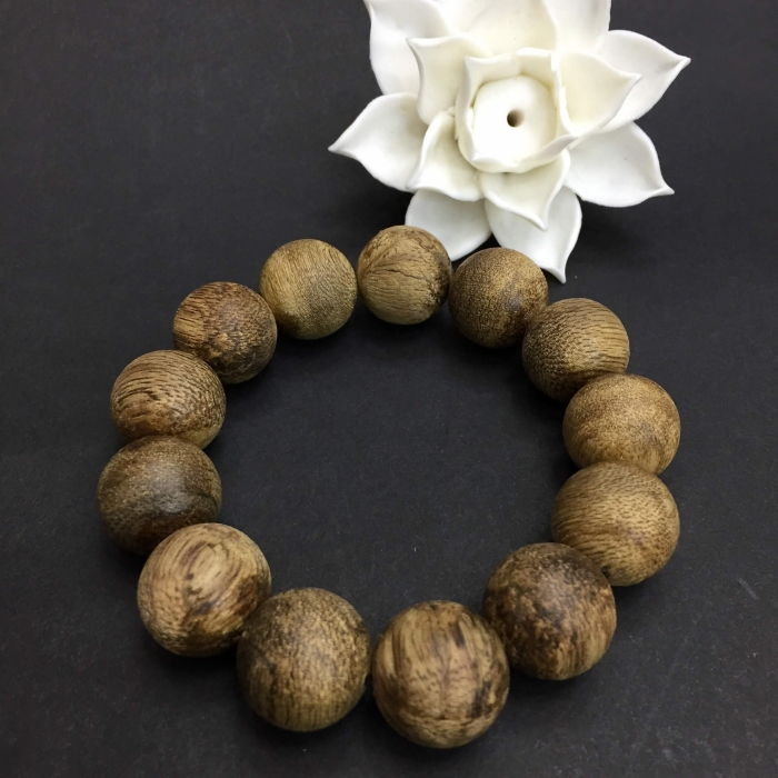 Vòng tay - Vòng trầm rừng banh dầu, cho tay nam, hạt tròn: 13 hạt x 16 mm