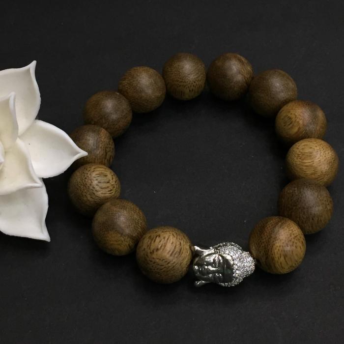 Vòng trầm hương 25 năm, cho nam ( size tay 16 cm ~17.5 cm), dạng hạt tròn: 13 hạt x 14 mm, charm mặt Phật (Bạc 925)