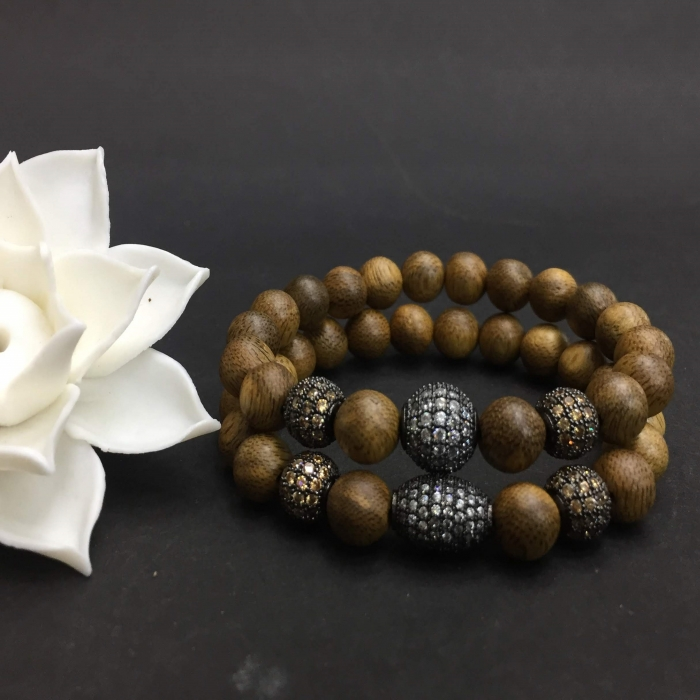 vòng trầm hương 12 năm, cho size tay nữ (size tay 14~15.5 cm),dạng hạt tròn: 18 hạt x 8 mm, charm hạt châu