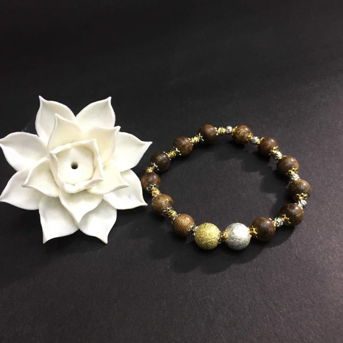 vòng trâm hương 35 năm cho nữ size tay 15,5cm, 12 hạt x 9mm, xen đài hoa