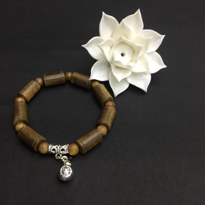 vòng trầm hương 25 năm, cho tay nữ (từ 14 ~15.5 cm), dạng hạt trúc: 8 cặp x 9 mm, phối charm hồ lô (mạ bạc)