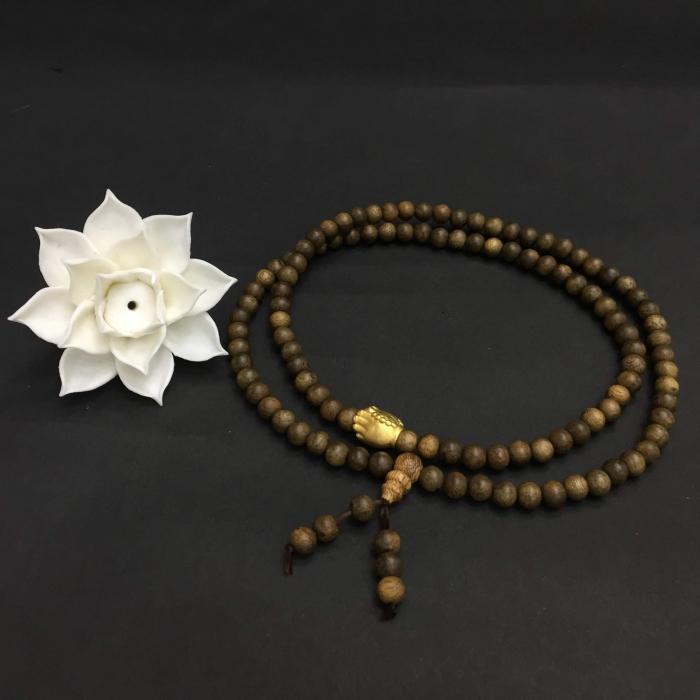 chuỗi trầm hương 25 năm, cho tay nữ, dạng hạt tròn: 108 x 6 mm, charm bàn tay Phật nguyện cầu (size tay 14~15.5 cm)