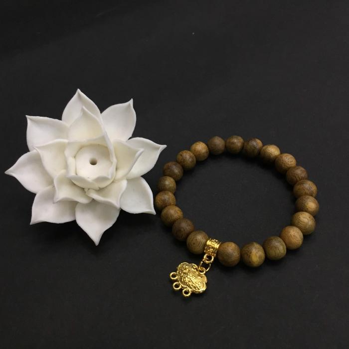 vòng trầm 15 năm, cho tay nữ (14cm ~ 15,5cm), dạng hạt tròn: 21 hạt x 8 mm, charm mặt dây khánh (mạ vàng)