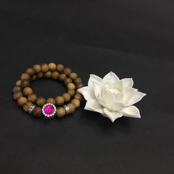 Vòng đôi trầm hương 15 năm, cho nữ mệnh Hỏa (size tay 14~15.5 cm), dạng hạt tròn: 37 hạt x 8 mm , phối charm trụ đá hồng