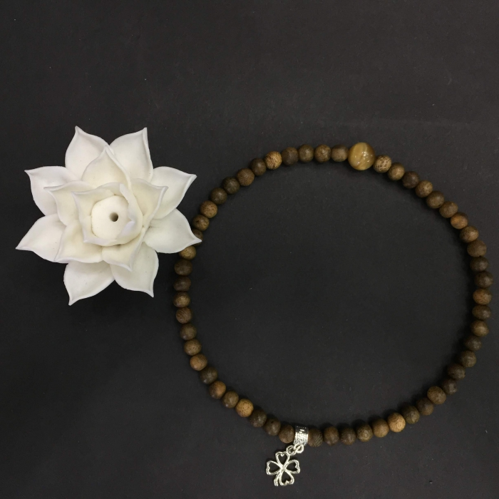 Vòng đôi trầm hương 25 năm, cho nữ mệnh Kim, dạng hạt tròn: 54 hạt x 6 mm, charm đá mắt mèo + cỏ 4 lá may mắn