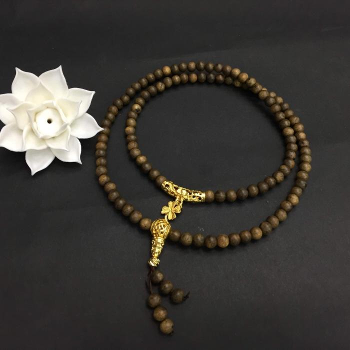 chuỗi trầm hương 25 năm, cho tay nữ, dạng hạt tròn: 108 x 6 mm, charm cỏ 4 lá mạ vàng may mắn