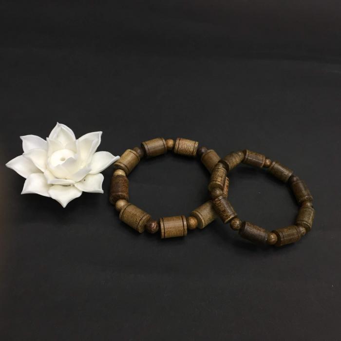 vòng cặp trầm hương 35 năm,cho nam size tay 17.5 cm (hạt 11 mm) và nữ size tay 15.5 cm (hạt 9 mm),hạt trúc