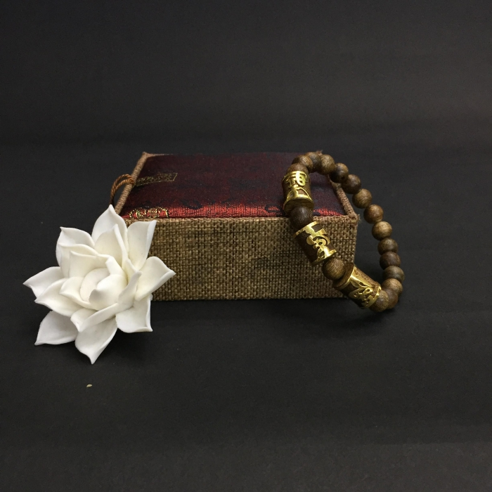 Vòng trầm hương 35 năm, cho nam (size tay 17 cm), hạt tròn 9mm x 17 hạt + 3 hạt trúc vàng tây Phúc Lộc Thọ