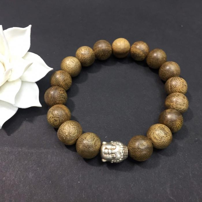 Vòng tay - vòng trầm hương 15 năm,cho size tay nam ( size tay 16 cm ~17.5 cm), dạng hạt tròn: 17 hạt x 12 mm, charm mặt Phật (bạc 925)