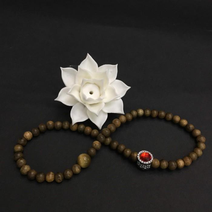 Vòng tay - Vòng đôi trầm hương 25 năm, cho nữ mệnh Hỏa (size tay 14~15.5 cm), dạng hạt tròn: 54 hạt x 6 mm, phối charm trụ đá đỏ và đá mắt hổ - 1