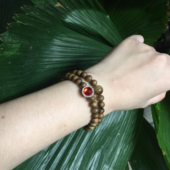 Vòng tay - Vòng đôi trầm hương 25 năm, cho nữ mệnh Hỏa (size tay 14~15.5 cm), dạng hạt tròn: 54 hạt x 6 mm, phối charm trụ đá đỏ và đá mắt hổ - 2