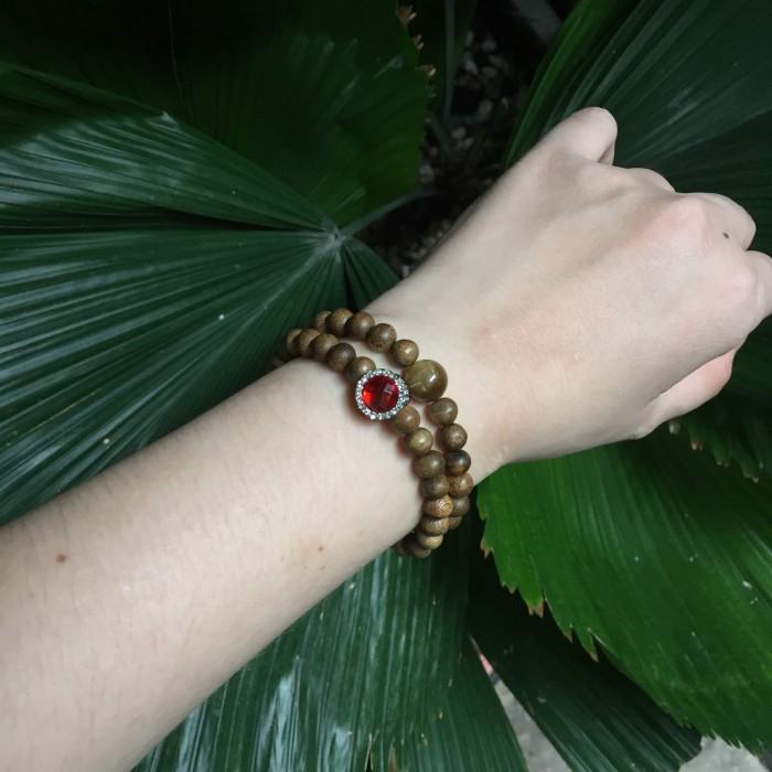 Vòng tay - Vòng đôi trầm hương 25 năm, cho nữ mệnh Hỏa (size tay 14~15.5 cm), dạng hạt tròn: 54 hạt x 6 mm, phối charm trụ đá đỏ và đá mắt hổ - 3