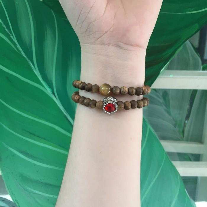 Vòng tay - Vòng đôi trầm hương 25 năm, cho nữ mệnh Hỏa (size tay 14~15.5 cm), dạng hạt tròn: 54 hạt x 6 mm, phối charm trụ đá đỏ và đá mắt hổ - 5