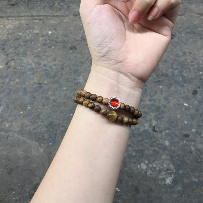 Vòng tay - Vòng đôi trầm hương 25 năm, cho nữ mệnh Hỏa (size tay 14~15.5 cm), dạng hạt tròn: 54 hạt x 6 mm, phối charm trụ đá đỏ và đá mắt hổ - 6