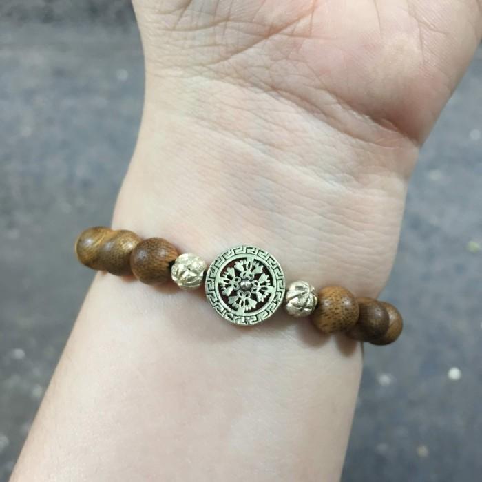 Vòng tay - vòng trầm 15 năm, cho nữ (size tay 14~15.5 cm), dạng hạt tròn: 17 hạt x 8 mm, charm Bánh Xe Pháp Luân (Bạc 925) - 7