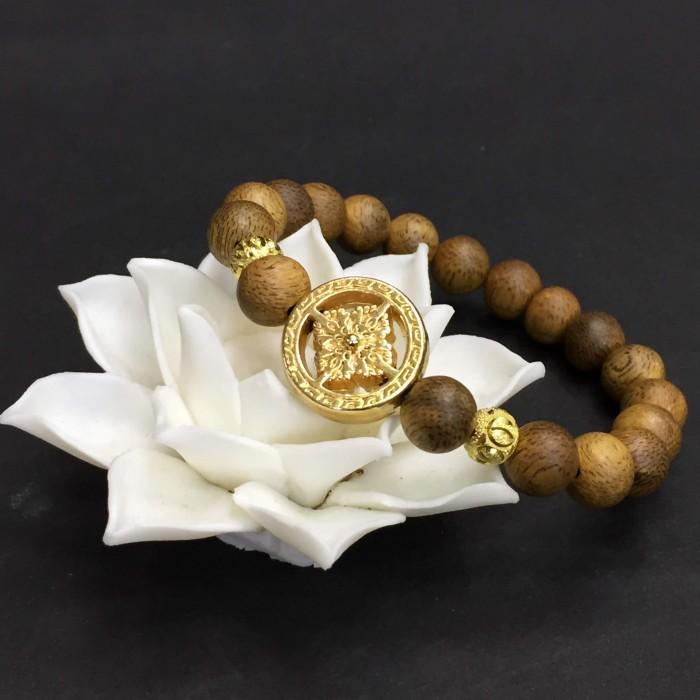 Vòng tay - vòng trầm 15 năm, cho nữ (size tay 14~15.5 cm), dạng hạt tròn: 17 hạt x 8 mm, charm bánh xe pháp luân (mạ vàng) - 3