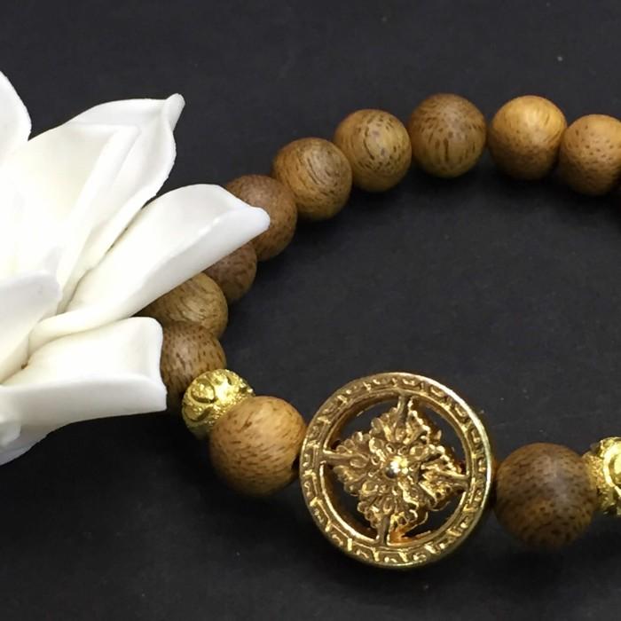 Vòng tay - vòng trầm 15 năm, cho nữ (size tay 14~15.5 cm), dạng hạt tròn: 17 hạt x 8 mm, charm bánh xe pháp luân (mạ vàng) - 4