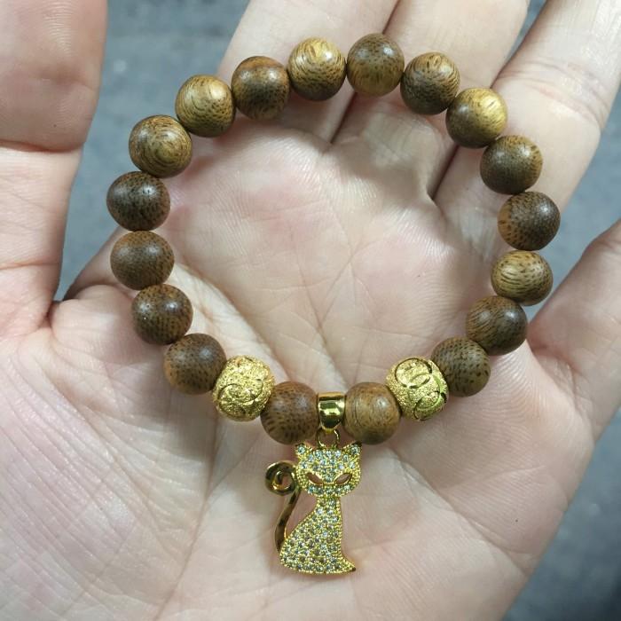 Vòng tay - vòng trầm 15 năm, cho nữ (size tay 14~15.5 cm), dạng hạt tròn: 17 hạt x 8 mm, charm mèo (mạ vàng) - 4