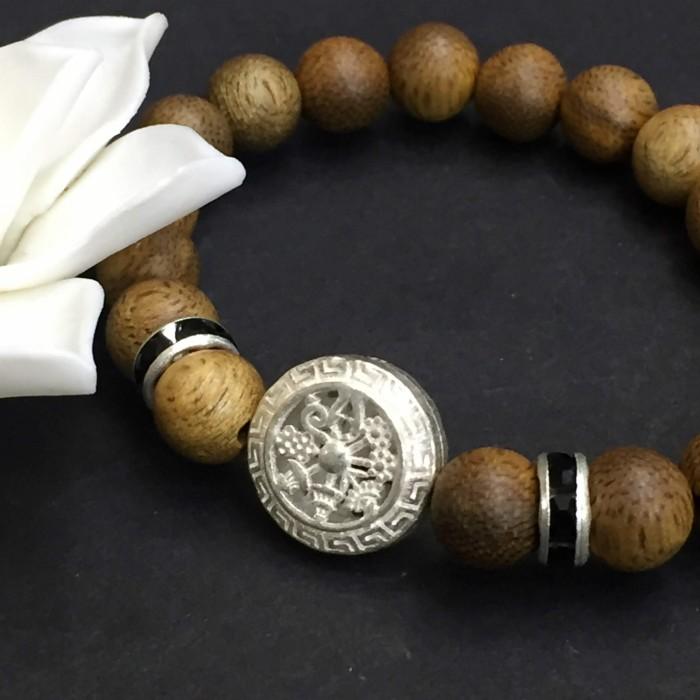 Vòng tay - vòng trầm 15 năm, cho nữ (size tay 14~15.5 cm), dạng hạt tròn: 18 hạt x 8 mm, charm Bánh Xe Pháp Luân (Bạc 925) - 5