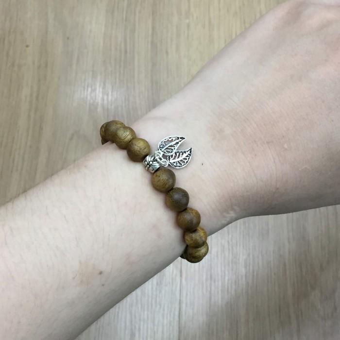 Vòng tay - vòng trầm 15 năm, cho nữ (size tay 14~15.5 cm), dạng hạt tròn: 18 hạt x 8 mm, charm Lá (Bạc 925) - 5
