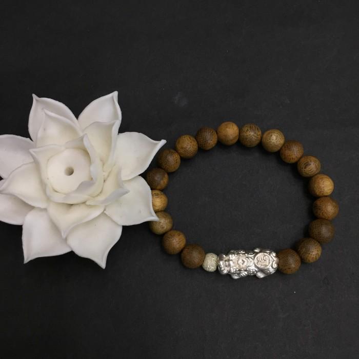 Vòng tay - vòng trầm 15 năm, cho nữ (size tay 14~15.5 cm), dạng hạt tròn: 18 hạt x 8 mm, charm tỳ hưu bạc (Bạc 925) - 1