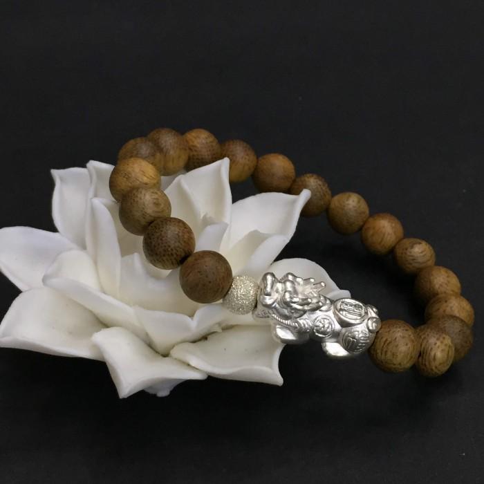 Vòng tay - vòng trầm 15 năm, cho nữ (size tay 14~15.5 cm), dạng hạt tròn: 18 hạt x 8 mm, charm tỳ hưu bạc (Bạc 925) - 4