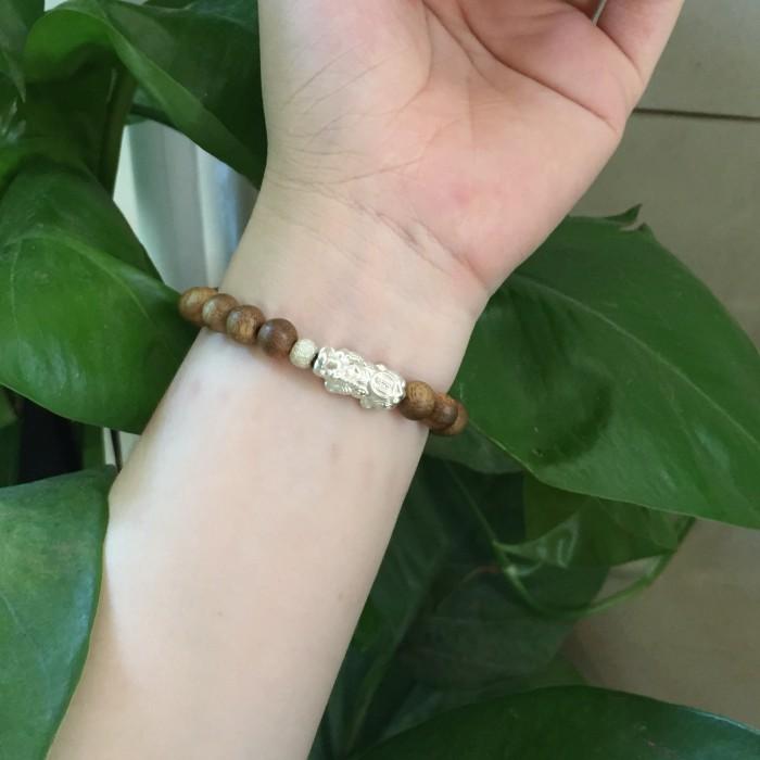 Vòng tay - vòng trầm 15 năm, cho nữ (size tay 14~15.5 cm), dạng hạt tròn: 18 hạt x 8 mm, charm tỳ hưu bạc (Bạc 925) - 7