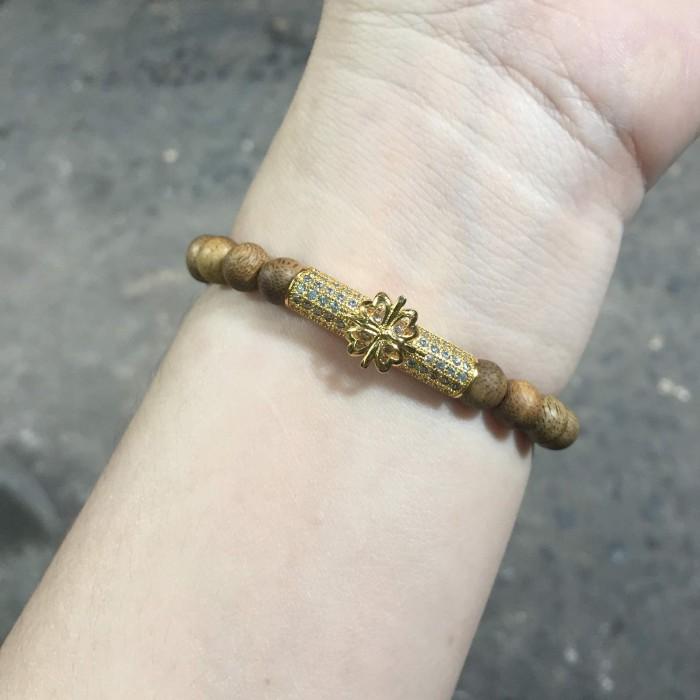 Vòng tay - vòng trầm 15 năm, cho nữ (size tay 14~15.5 cm), dạng hạt tròn: 22 hạt x 6 mm, charm trụ (mạ vàng) - 6