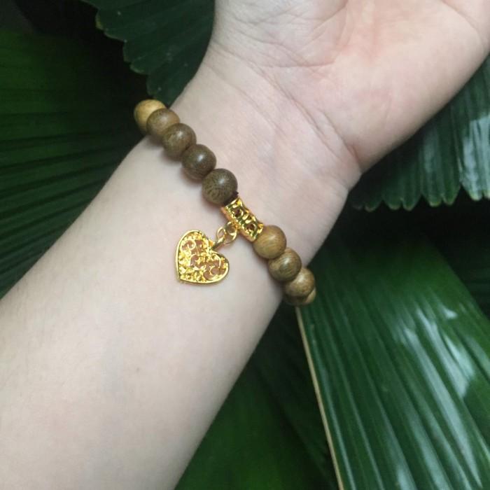 Vòng tay - Vòng trầm hương 15 năm, cho tay nữ (size tay 14~15,5 cm), dạng hạt tròn:  21 hạt x 8 mm , charm trái tim (mạ vàng) - 2