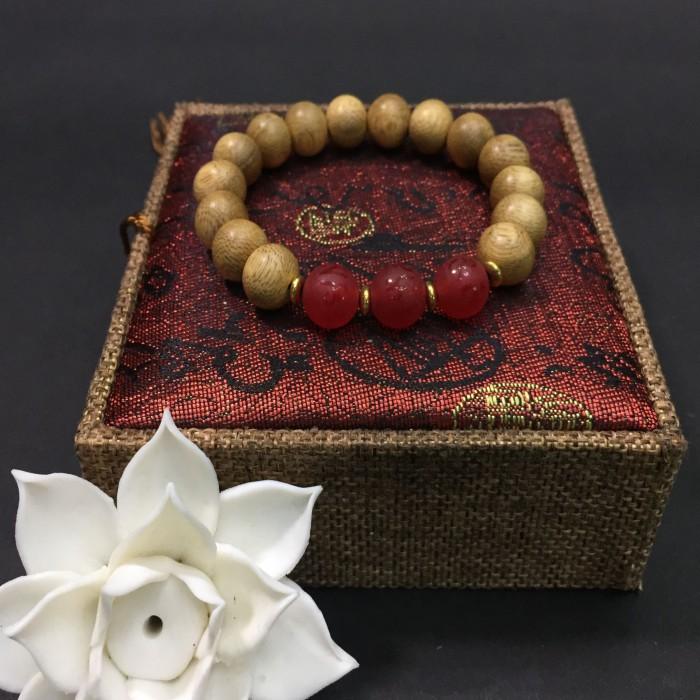 Vòng tay - vòng trầm hương 12 năm, cho nữ (size tay 14~15.5 cm), dạng hạt tròn: 15 hạt x 10 mm, phối charm đá đỏ - 1