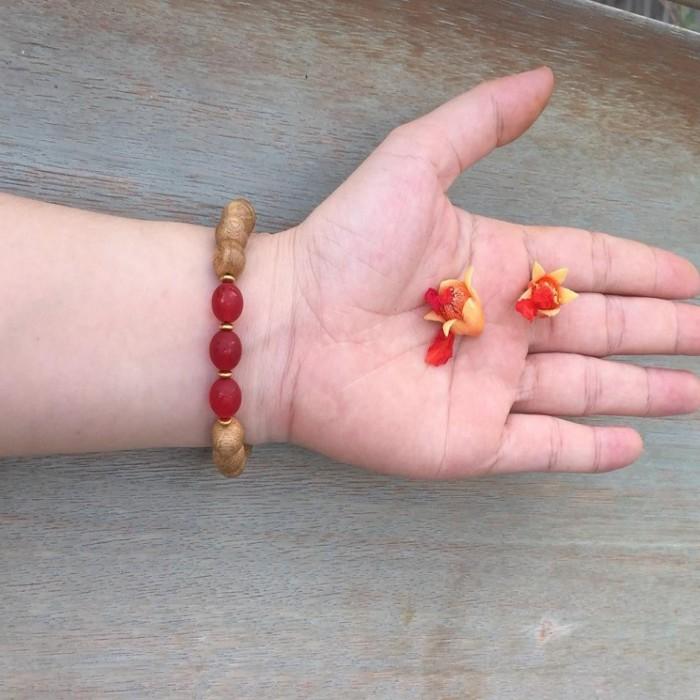 Vòng tay - vòng trầm hương 12 năm, cho nữ (size tay 14~15.5 cm), dạng hạt tròn: 15 hạt x 10 mm, phối charm đá đỏ - 5