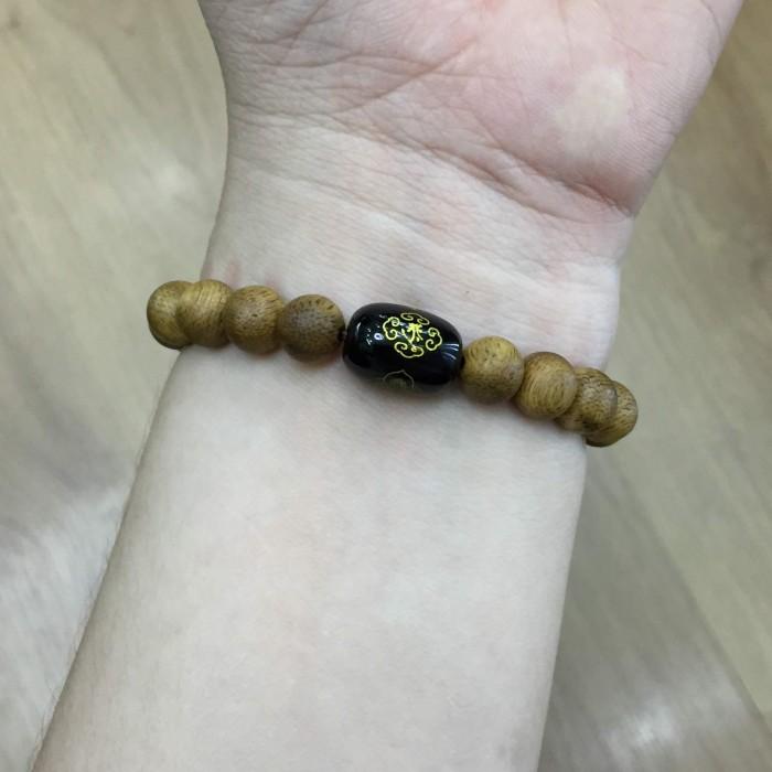 Vòng tay - vòng trầm hương 15 năm, cho nữ (size tay 14~15.5 cm),dạng hạt tròn: 18 hạt x 8 mm, charm Đá Đen - 4