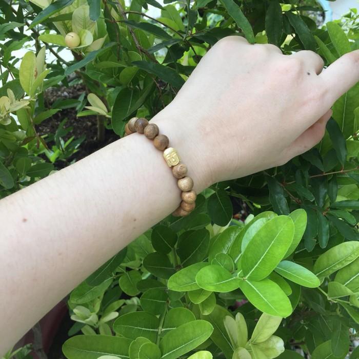 Vòng tay - vòng trầm hương 12 năm, cho nữ( size tay 14~ 15.5 cm),dạng hạt tròn: 18 hạt x 8 mm, charm Mặt Phật Vàng (bạc 925) - 4