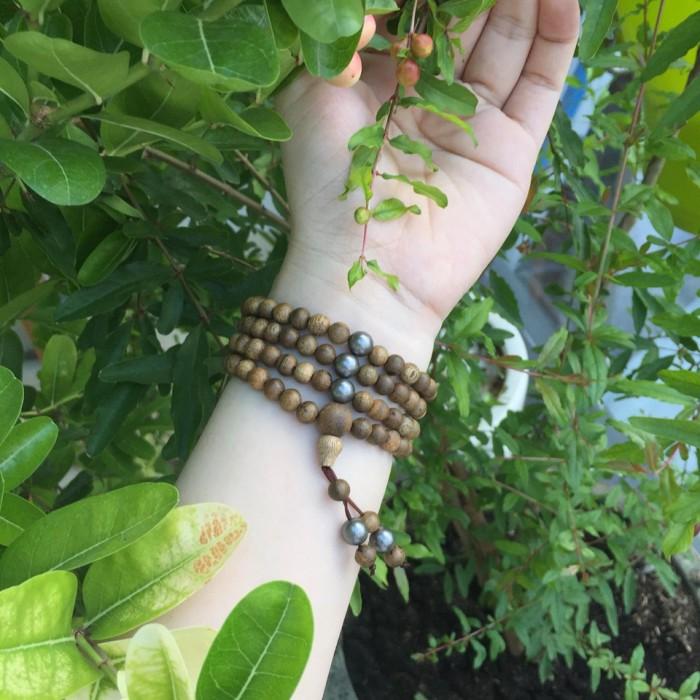 Vòng tay - vòng trầm hương 12 năm, cho nữ (size tay ~15.5 cm), dạng hạt tròn: 108 hạt x 6.5 mm, charm đá đen - 4