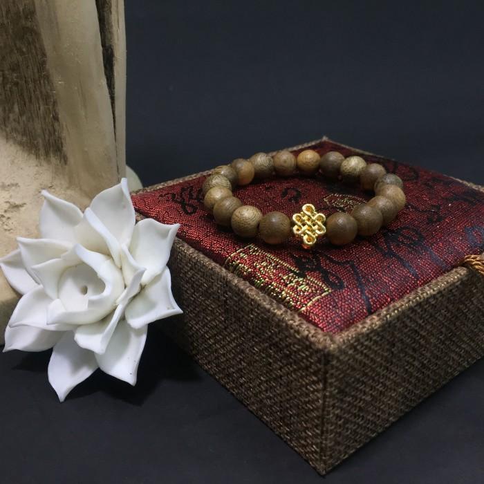 Vòng tay - Vòng trầm hương 12 năm, cho size tay nữ (size tay 14~ 15.5 cm), dạng hạt tròn: 18 hạt x 8 mm, charm Cát Tường (mạ vàng) - 1