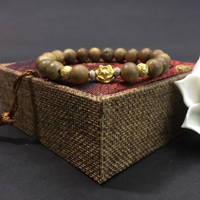 Vòng tay - Vòng trầm hương 12 năm, cho size tay nữ (size tay 14 ~ 15.5 cm), dạng hạt tròn: 18 hạt x 8 mm, charm Hoa Sen Vàng (Bạc 925) - 3