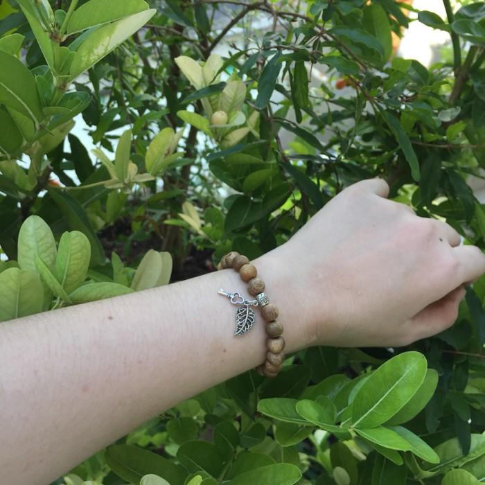Vòng tay - vòng trầm hương 12 năm, cho size tay nữ (size tay 14~15.5 cm), dạng hạt tròn: 21 hạt x 8 mm, charm Lá Bồ Đề + chìa khoá (bạc 925) - 4