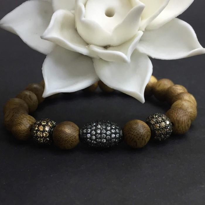 Vòng tay - vòng trầm hương 12 năm, cho size tay nữ (size tay 14~15.5 cm),dạng hạt tròn: 18 hạt x 8 mm, charm hạt châu - 3